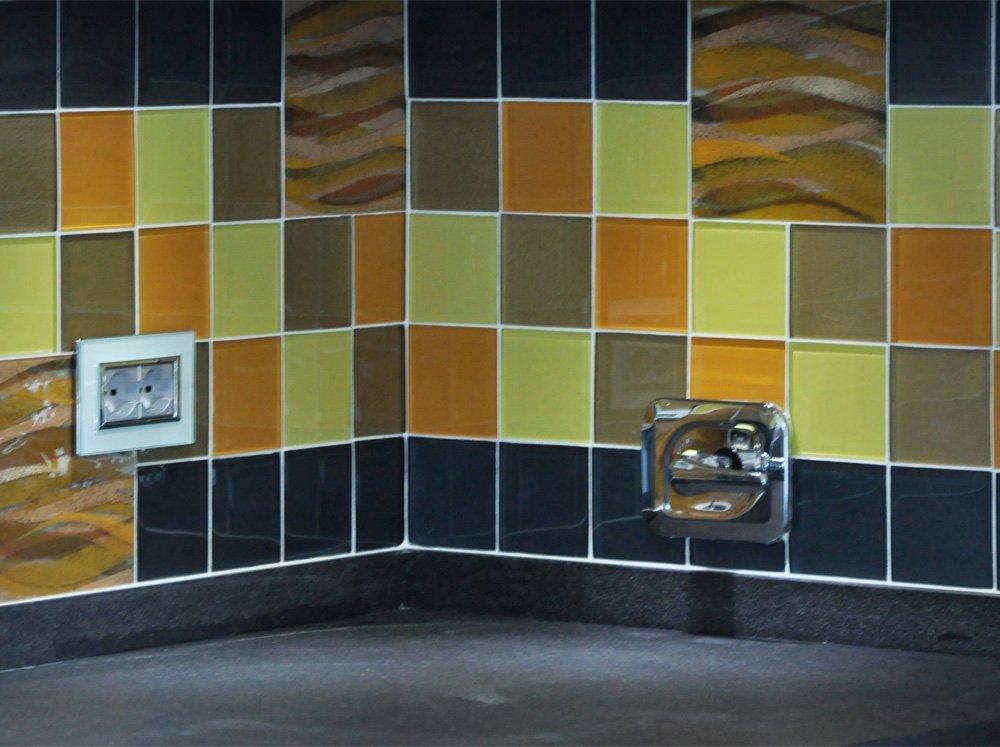 Piastrelle vetro interesting mattonelle di vetro della for Mattonelle mosaico cucina